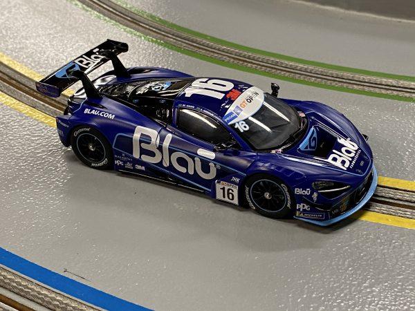 Carrera 27624 McLaren 720S GT3 No.16 Blau Evolution 132 20027624